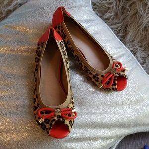 BCBGeneration BOWS leopard peep toe flats sz 6B